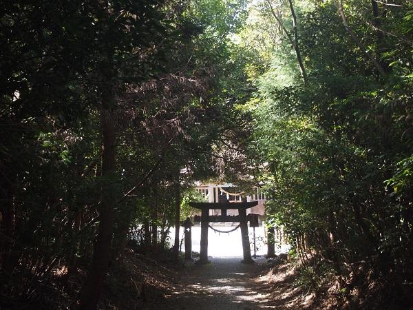 御元神社(八坂神社から)