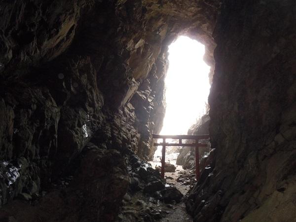 大御神社岩窟1