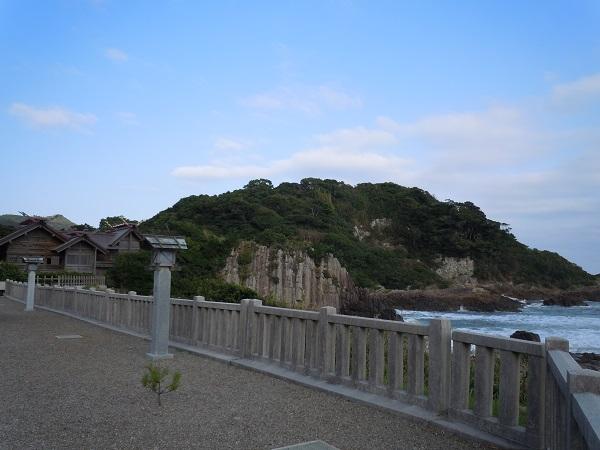 大御神社海岸に向かう景色