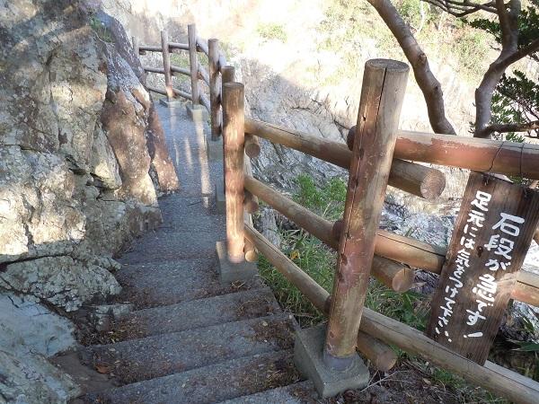 大御神社岩窟階段2