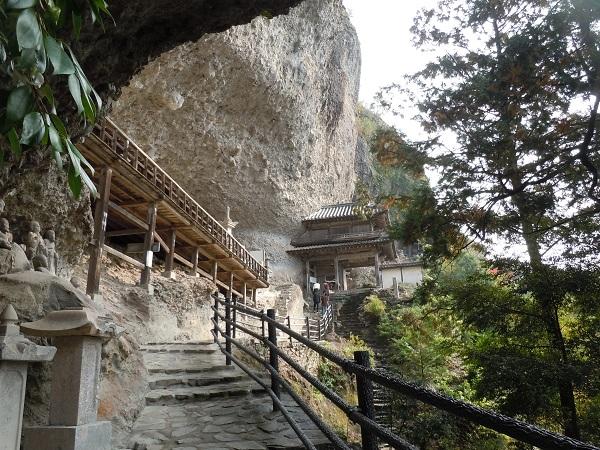 羅漢寺岸壁