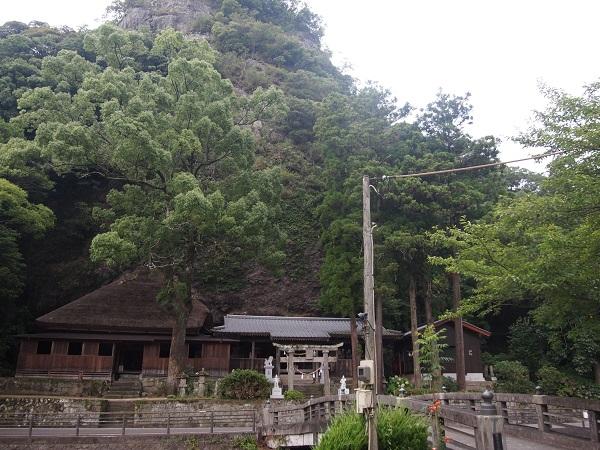 天然寺岩屋