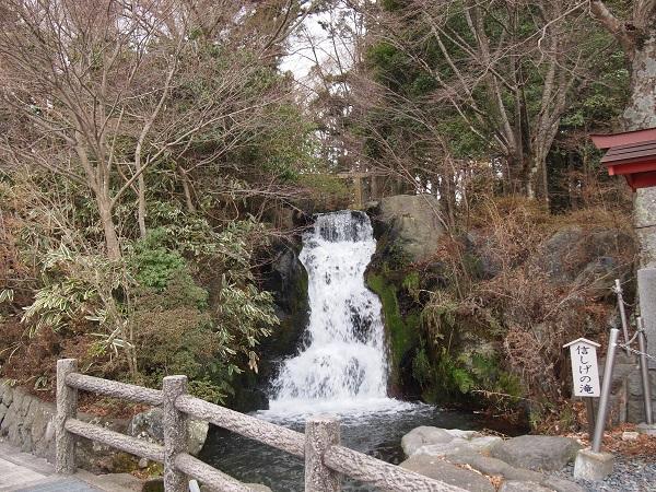 東口本宮浅間神社「信しげの滝」