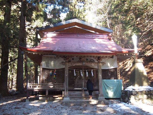軍刀利神社拝殿