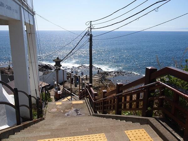 江の島神社岩屋へ