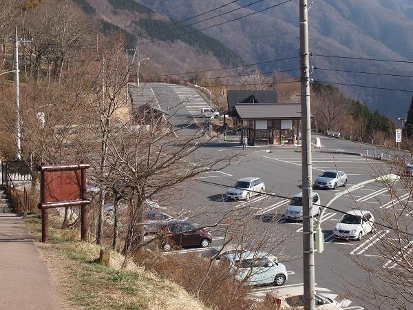三峰神社駐車場
