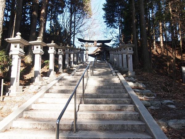 三峰神社遥拝所への石段