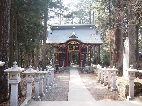 三峰神社随神門