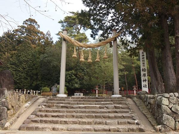 檜原神社注連縄柱