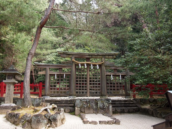 檜原神社三つ鳥居