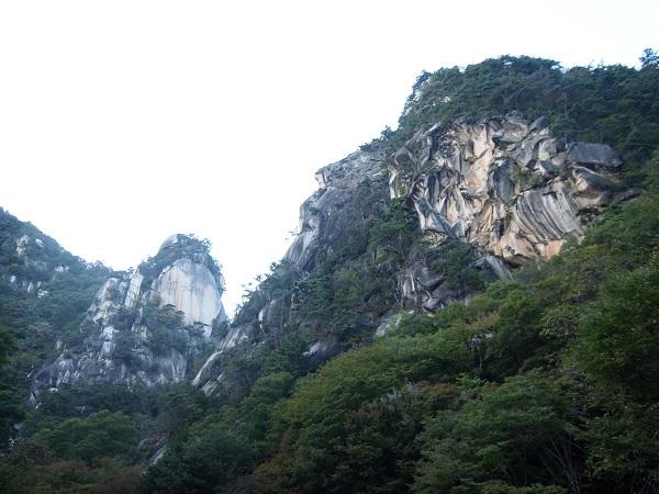 御岳昇仙峡覚円峰と天狗岩