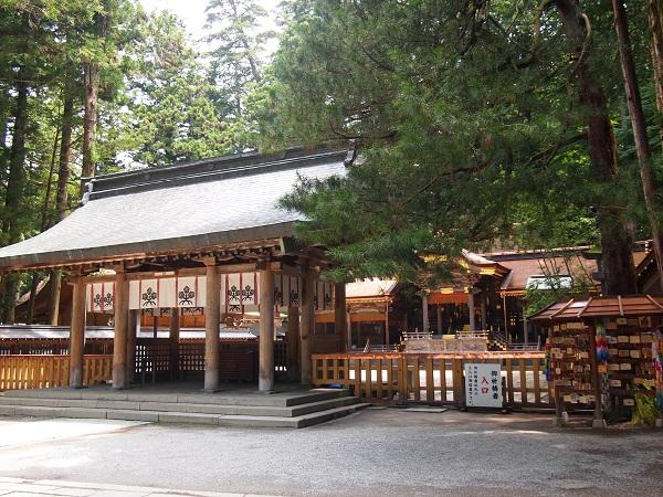 諏訪大社拝殿2