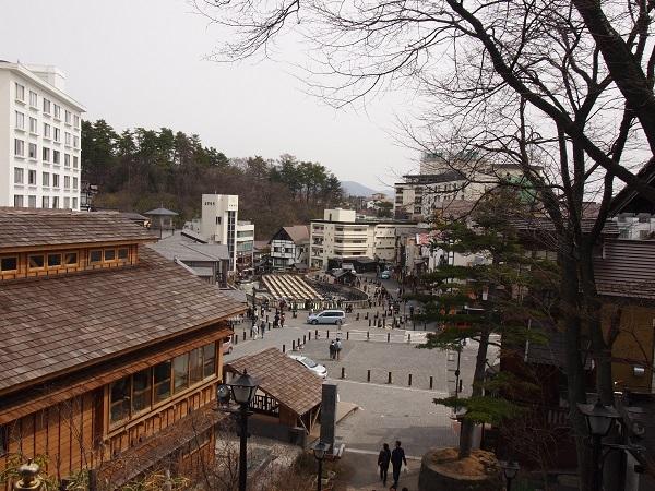 光泉寺から見た湯畑