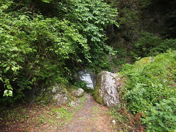 神戸岩 入り口
