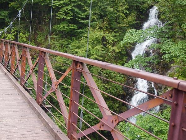 三頭大滝つり橋より