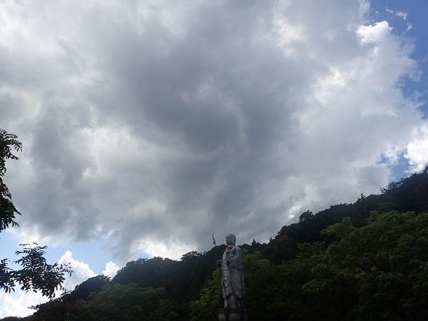 恐山 地蔵尊と雲2